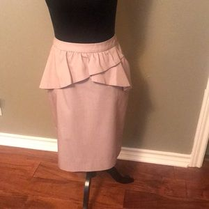 Chelsea and Theodore Ruffled pencil skirt, Sz 6